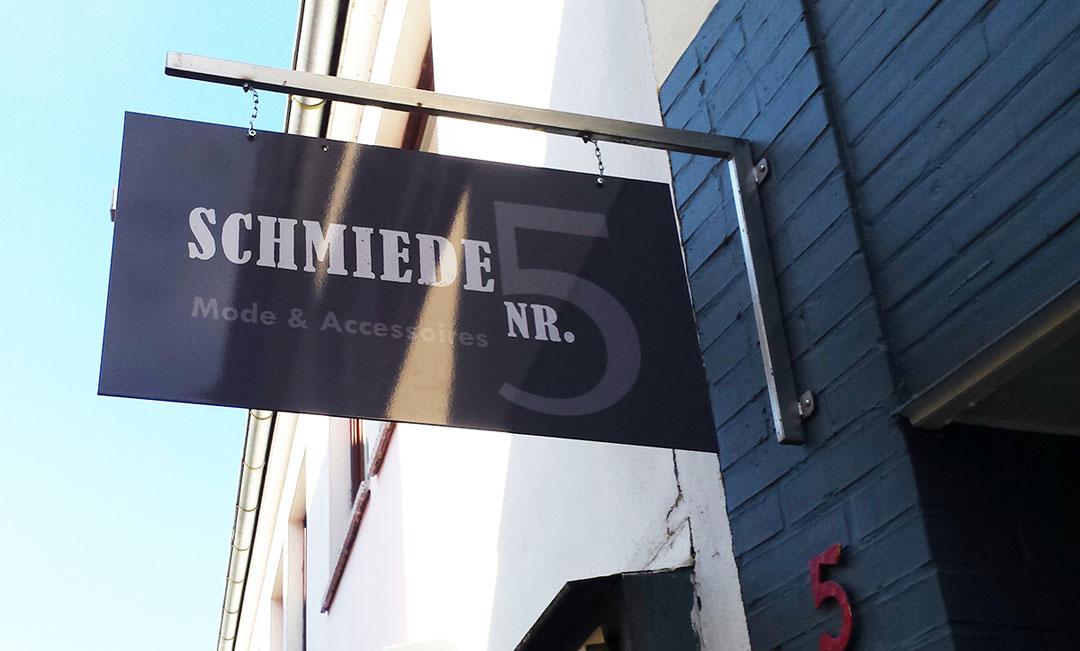 Ergebnis Auslegerschild Modeboutique Schmiede Nr.5