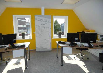 Büro mit Arbeitsplätzen