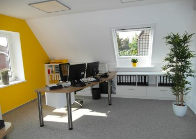 Büro mit Ablagebereich